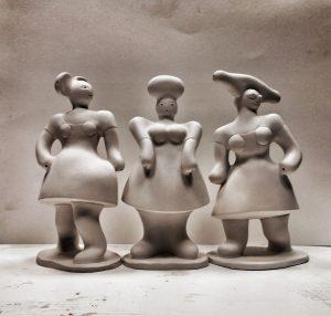Drei Frauen aus Ton